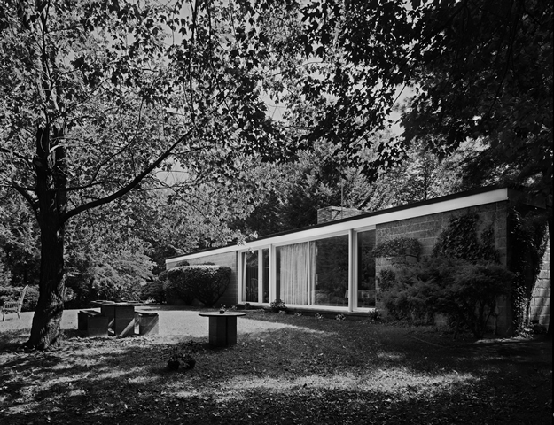 Philip Johnson's first house, for Richard Booth, Bedford, NY, 1946. Robert Damora, Photographer, 1976